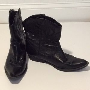 Short black cowgirl boots 9.5